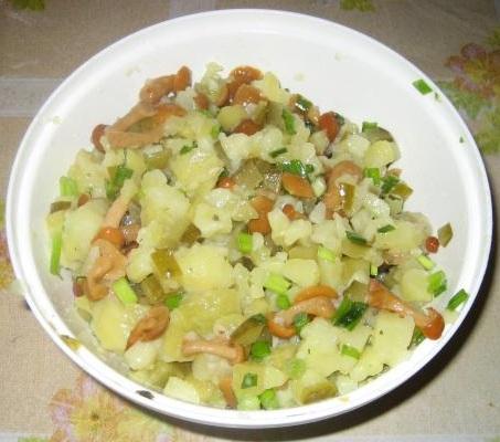 Салат из картошки и соленых огурцов