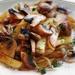 замороженные грибы с картофелем на сковородке фото