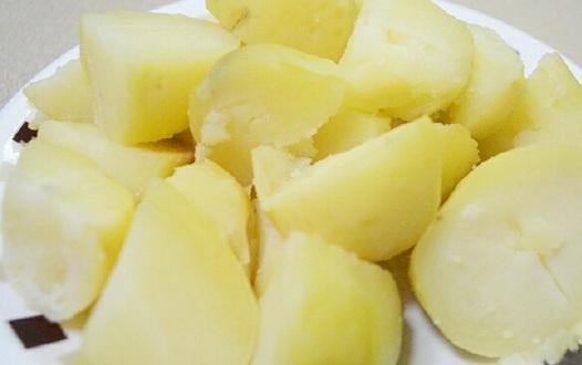 вареный в микроволновке картофель фото