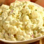 фото немецкого картофельного салата с огурцами и яйцами