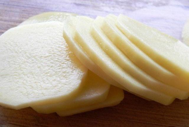 фото сырой картошки для кроликов
