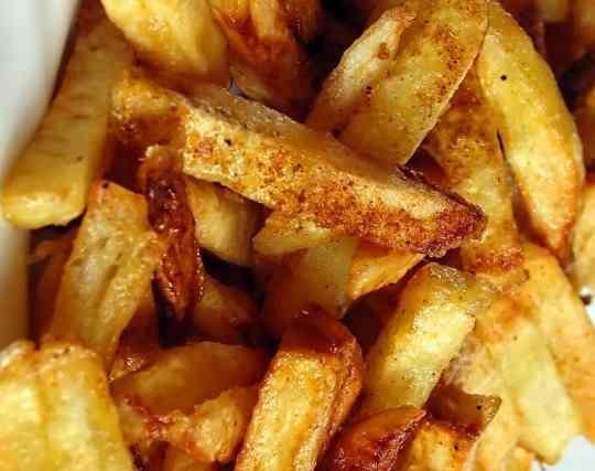 фото золотистой картошки на сковородке