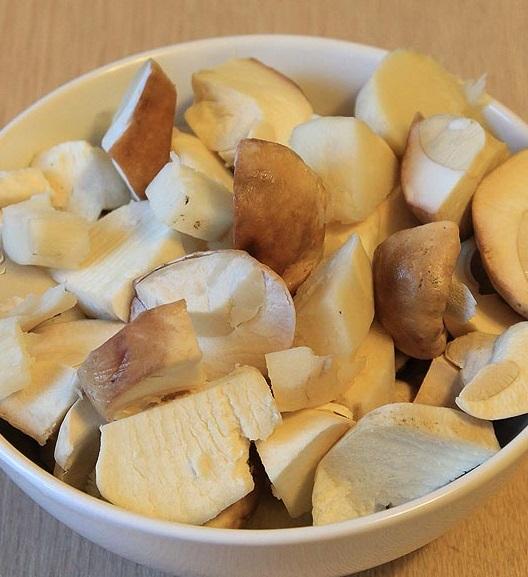 фото нарезанных белых грибов