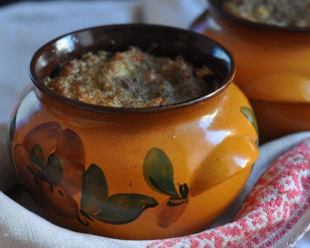 фото картофельной бабки с фаршем в горшочках