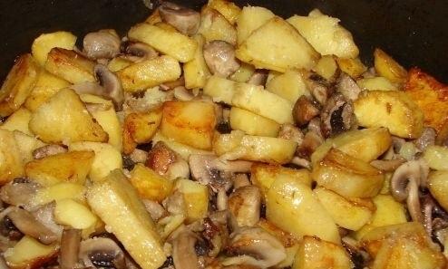 фото готовой жареной картошки с маслятами