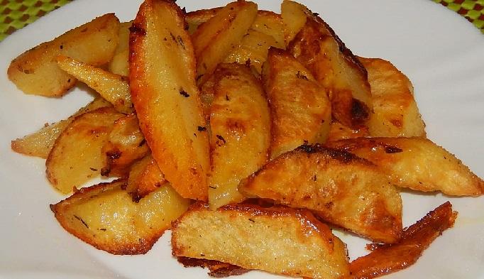 фото готового запеченного картофеля с чесноком