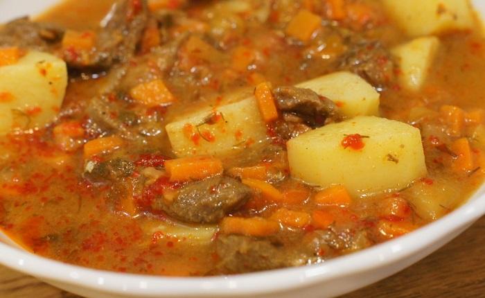 фото рагу из свинины с картошкой в томатном соусе