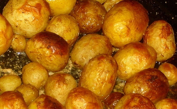 фото молодого картофеля в кожуре в духовке