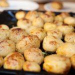 фото запеченной в кожуре молодой картошки