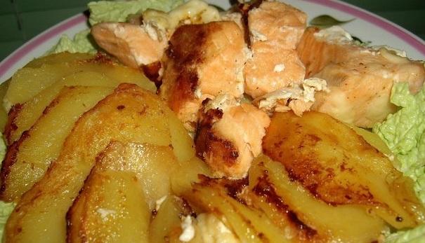 фото запеченного лосося с картофелем в фольге