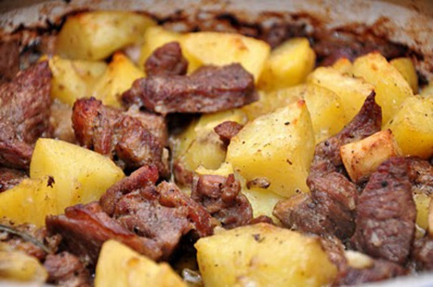 фото запеченной в духовке баранины с картошкой и другими овощами