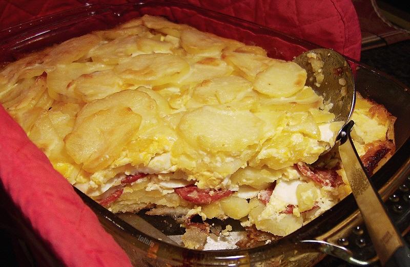 фото запеченной картошки с колбасой в духовке