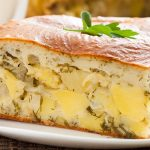фото приготовленого заливного пирога с картофелем