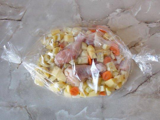 фото как правильно запекать картошку с индейкой в духовке