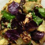 фото картофельного салата с грецкими орехами