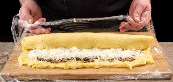 фото процесса приготовления картофельного рулета