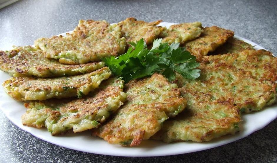 фото готовых оладьей из кабачков и картофеля
