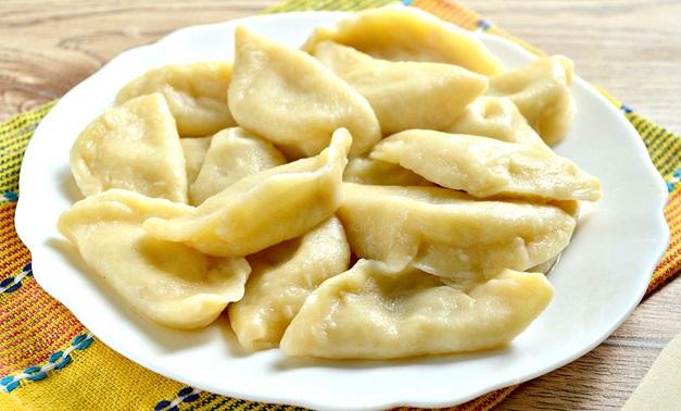 фото готовых вареников с сырой картошкой и сыром