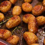 фото запеченного в духовке круглого картофеля