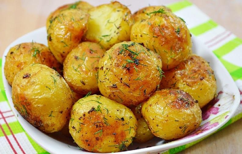 фото золотистой картошки в духовке