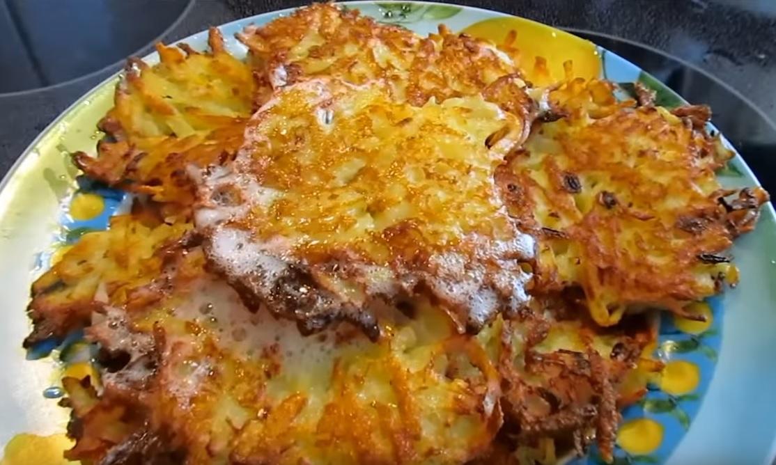 фото готовых картофельных драников с сыром