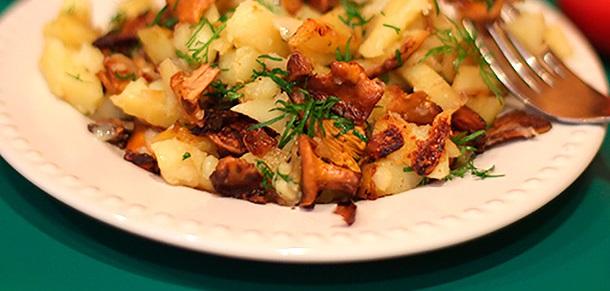 фото картошки с лисичками в духовке со сметаной