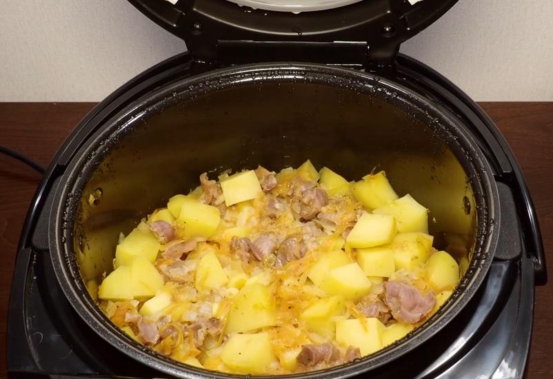 фото картошки с куриными желудками в мультиварке