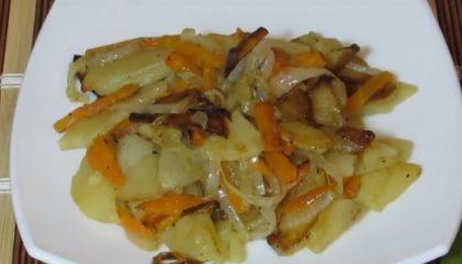 фото жареного картофеля с морковью и луком