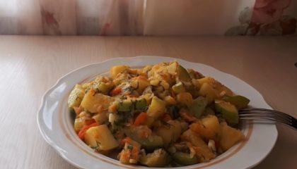 тушеная картошка с кабачками и другими овощами